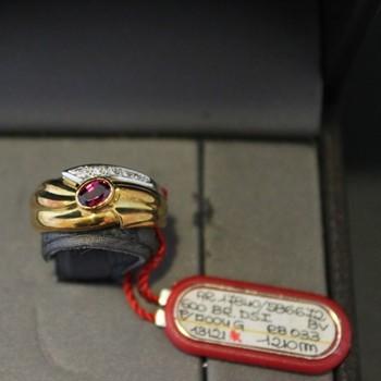 Anello Damiani oro e diamante con rubino 0,33 ct.