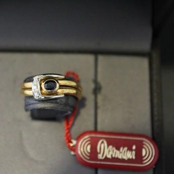Anello Damiani oro e diamante con Zaffiro 0,36 ct.