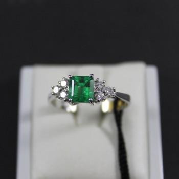 Anello RECARLO in oro bianco con diamanti e smeraldo ZF927/BS